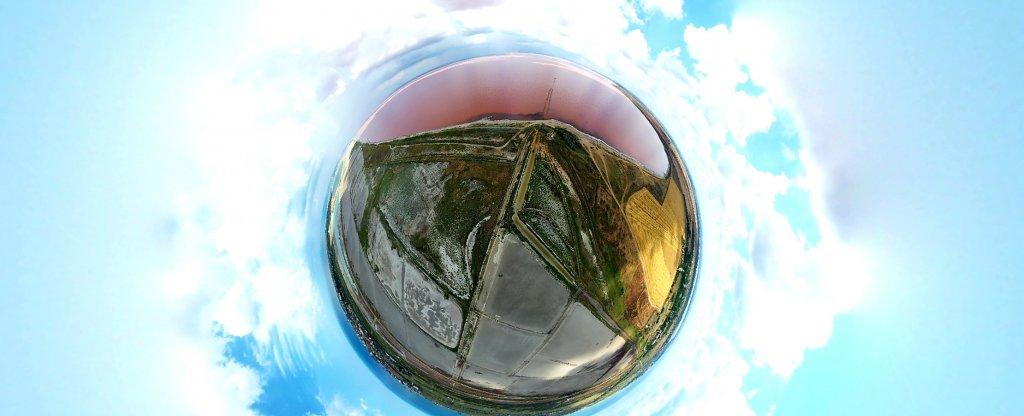 Солёное розовое озеро в Крыму. Вид на 360., Старый Крым - Фото с квадрокоптера