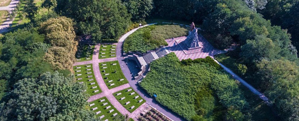 Памятник Красной Армии, Зеелов, Германия,  - Фото с квадрокоптера