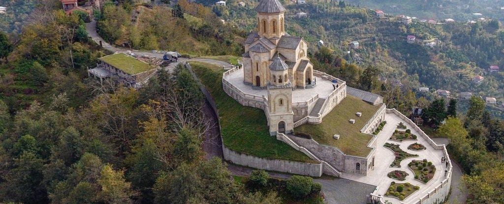 Храм Святой Троицы на горе Самебо, Грузия,  - Фото с квадрокоптера