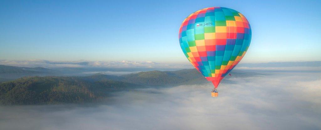 Воздушный шар. Туман. Горы,  - Фото с квадрокоптера