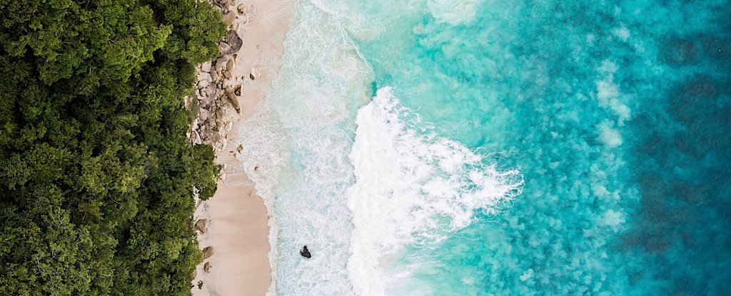Atuh beach nusa penida,  - Фото с квадрокоптера