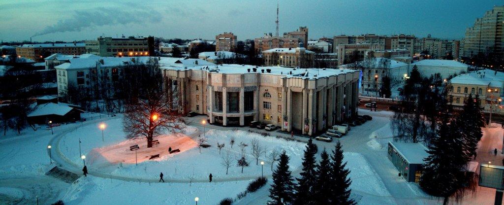 Костромская филармония и прилегающий к зданию парк, Кострома - Фото с квадрокоптера